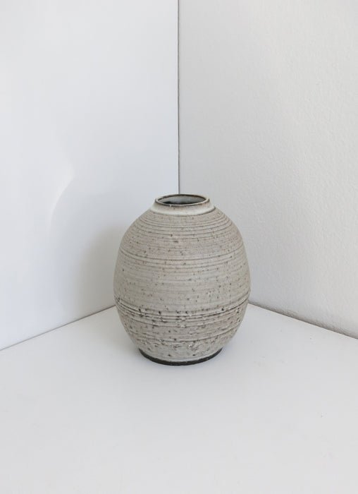 Medium Grogged Black Moon Vase in Rusty White