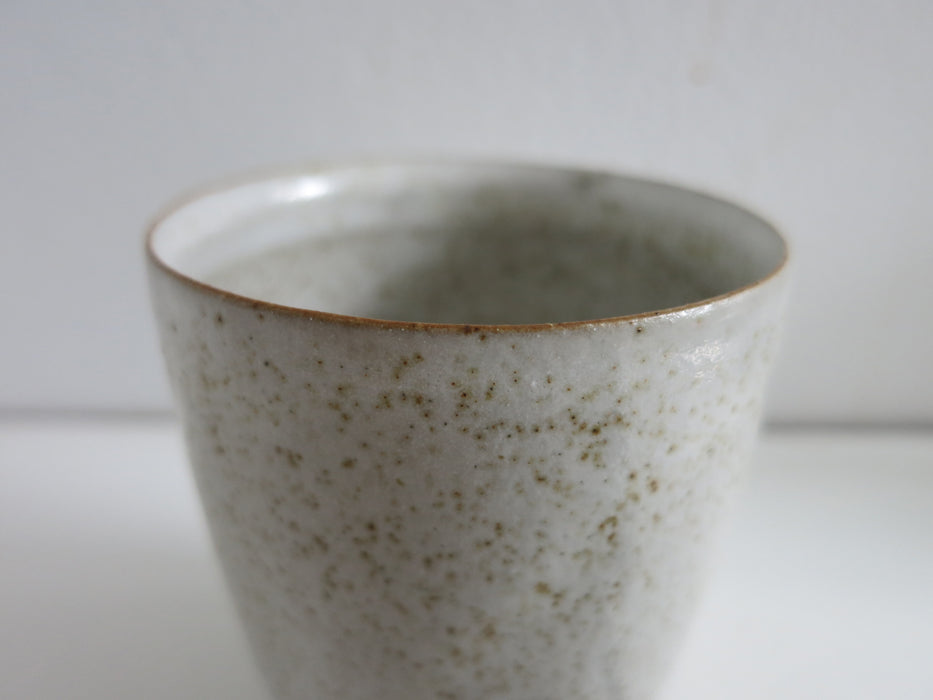 Simple Speckled Cup in Glossy White