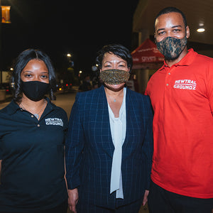 Newtral Groundz team with Mayor Cantrell During Turkey Drive