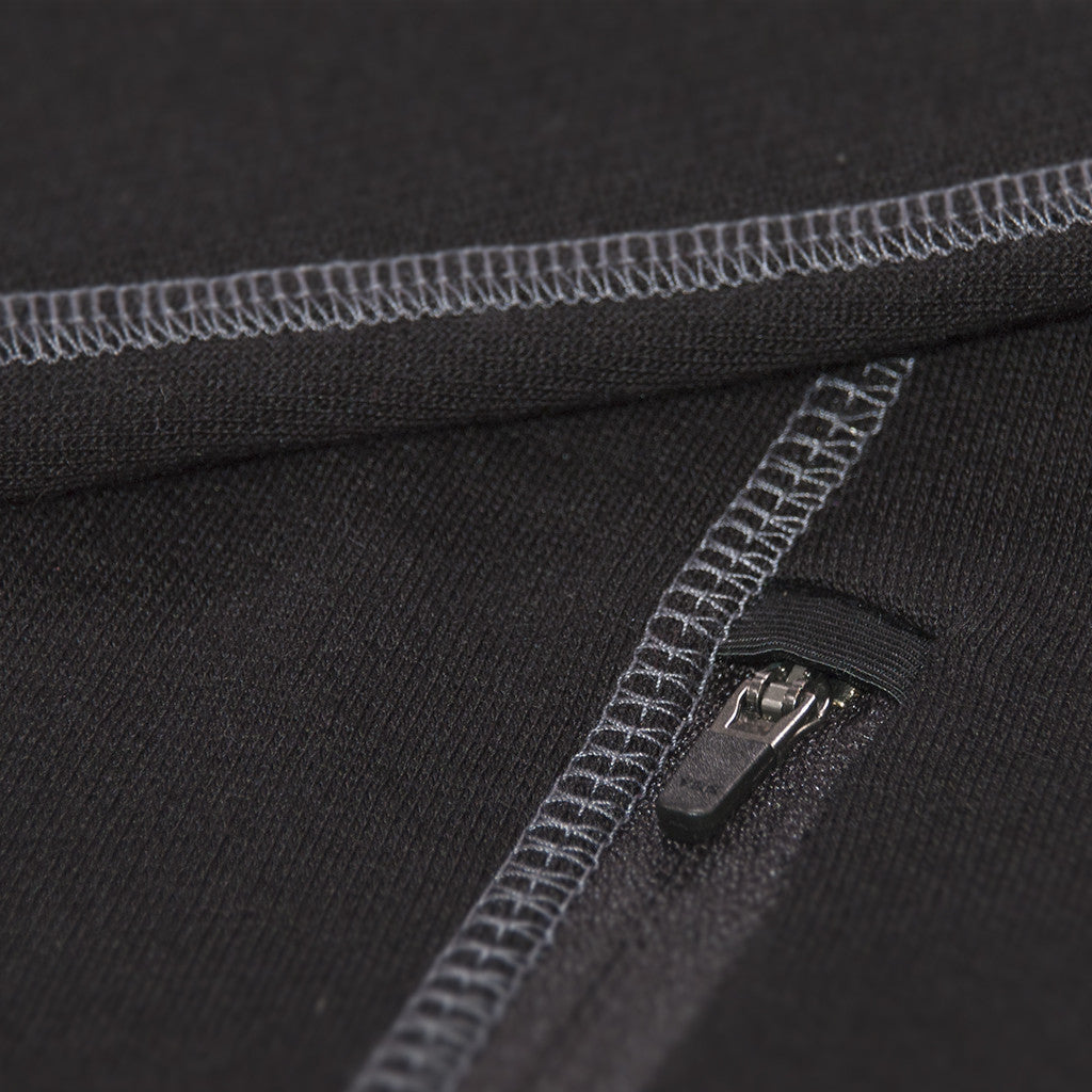Merino Hoodie - close up pockets - Skiing