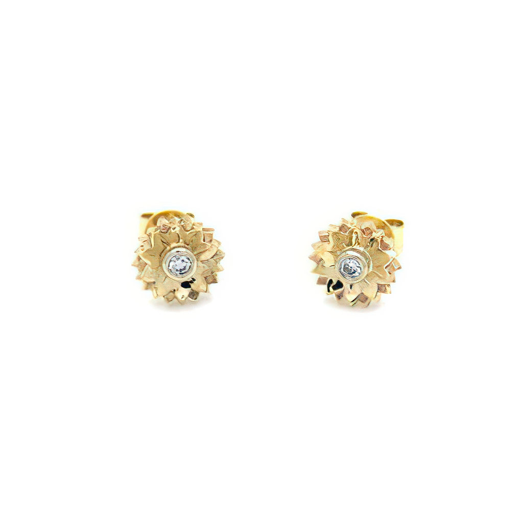 These stud earrings feature 0.10ct (TDW) round diamonds set in 9ct yellow gold flowers.