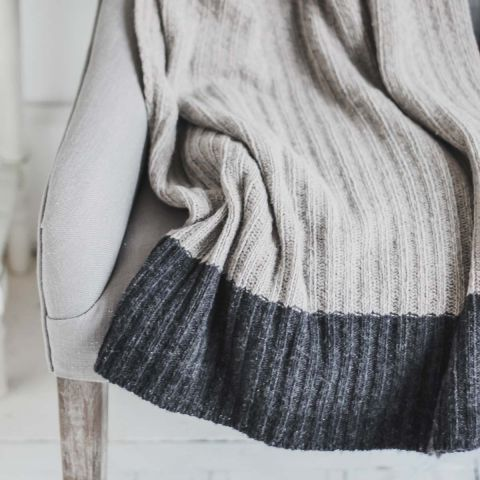 WOOL RICH LIGHT GREY RIBBED THROW