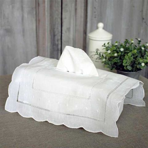 SCALLOPED POLKA DOT EMBROIDERED TISSUE BOX COVER
