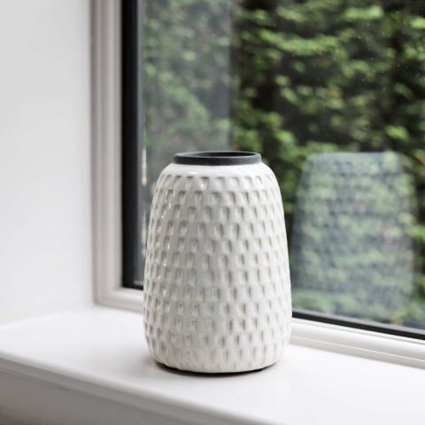 OFF WHITE TERRAIN VASE WITH TRIM