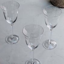 CHRISTINA LARGE CIRCLE LEAF WINE GLASS