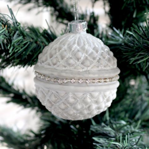 WHITE/SILVER DIAMOND CHRISTMAS BAUBLE