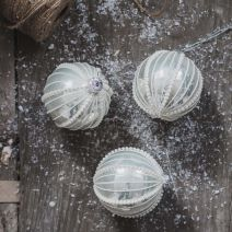 WHITE SNOW QUEEN BAUBLE