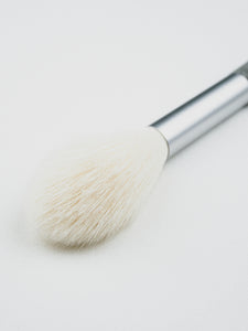 DERMOCURA CHEEK & HIGHLIGHTER BRUSH