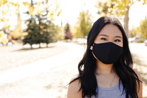 Model wearing the black commuter face mask