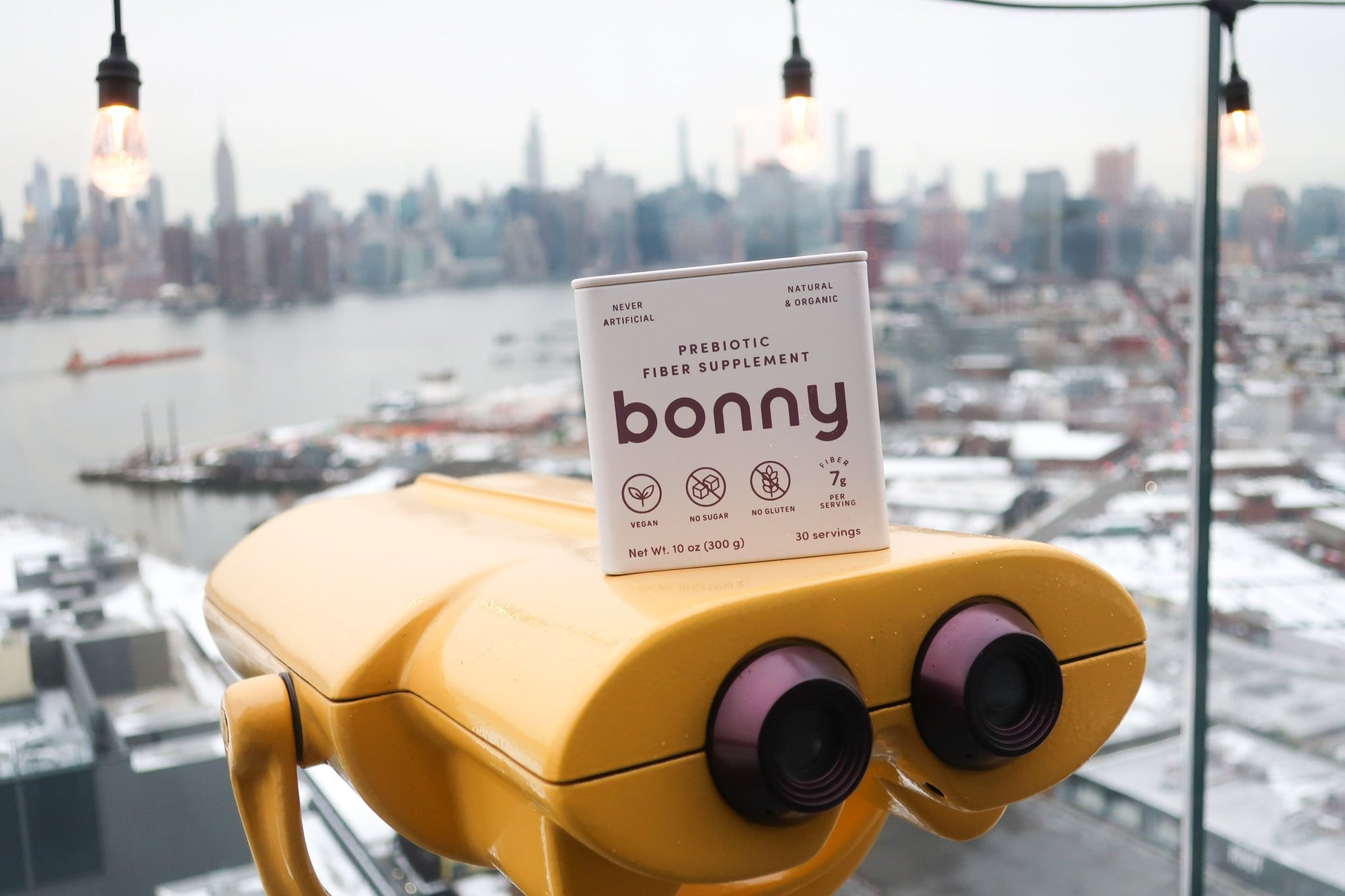 Bonny tin with city background