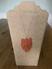 Load image into Gallery viewer, Feather Necklace (Rose Gold)