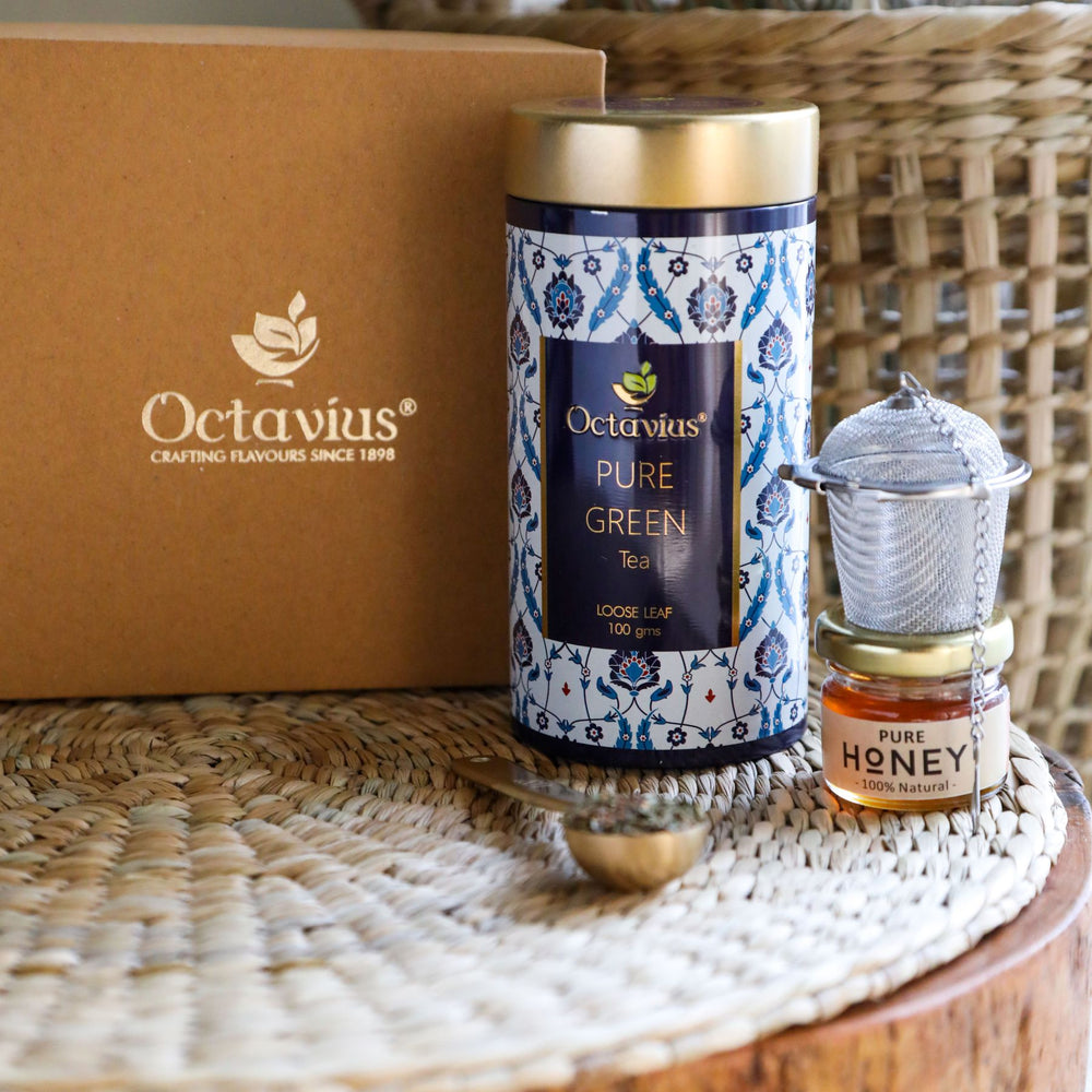 Load image into Gallery viewer, Octavius Tea Essentials Range | Antioxidant Blast | 1 Wellness Pure Green Tea with an Infuser and Mini Honey jar