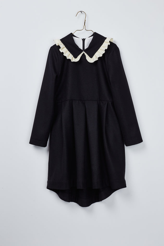 Black wool dress with contrasting ruffle detail at collar. Black&white style by Hilda.Henri for winter