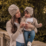 Lade das Bild in den Galerie-Viewer, ROSE Mini Me Turban Beige Mama Kind Partnerlook Knoten TAUPE LOVER Cardigan