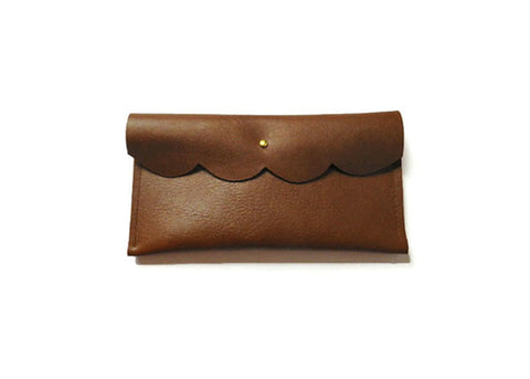 SCALLOP LEATHER WALLET