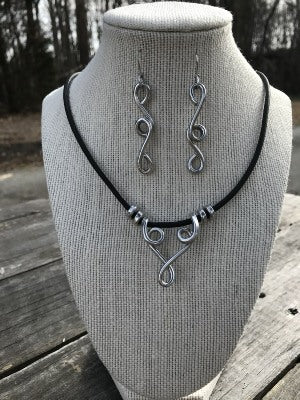 Winding Twist Necklace