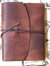 Charger l'image dans la galerie, Leather notebook - Brown    16cm x 12cm  / 革のカバーノート(ブラウン)
