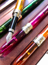 Charger l'image dans la galerie, Handmade glass fountain pen /  ハンドメイド ガラス製万年筆