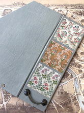 Charger l'image dans la galerie, File holder with handle Floral  / 取っ手付きファイルフォルダー 花柄