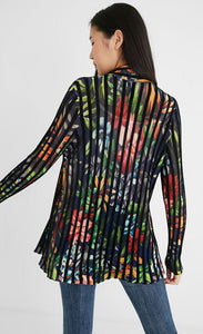Back top half view of a woman wearing skinny jeans and the Desigual namur pleated flower jacket. This long-sleeved jacket is black with floral print all over it. The jacket has black pleats running vertically in a striped fashion.