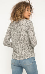 Load image into Gallery viewer, Mystree Leopard Thermal Top