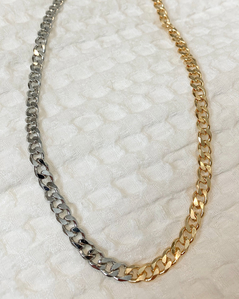 Two toned curb chain