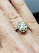 Load image into Gallery viewer, GIA 18k WHITE GOLD 2.00ct OVAL YELLOW ROUND WHITE DIAMOND HALO ENGAGEMENT RING