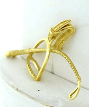 Load image into Gallery viewer, 18K YELLOW GOLD TEXTURED STIRRUP RIDING CROP BROOCH
