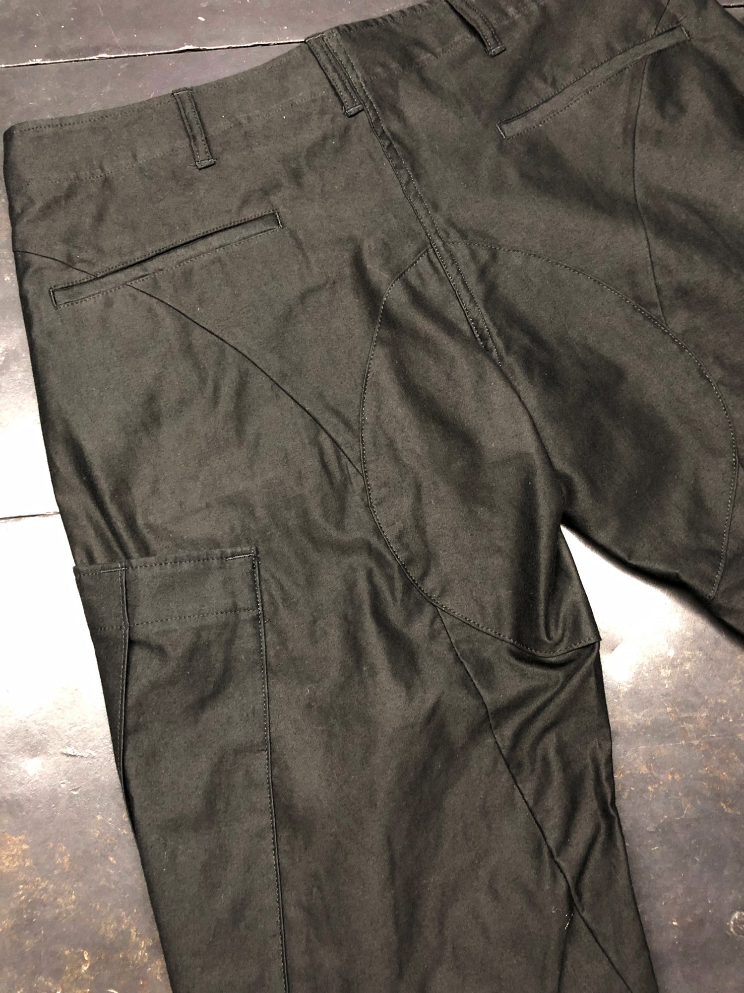 Load image into Gallery viewer, Light Moleskin Platform Air-in Processed Cargo Pants / Black