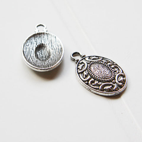 Base Metal Charms - Oval 33x20mm (16796Y)
