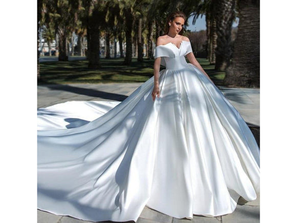 Gray Vintage Satin Ball Gown Dress for Wedding Party Simple Boat Neck Princess Bridal Dress Cathedral Train Wedding Gown