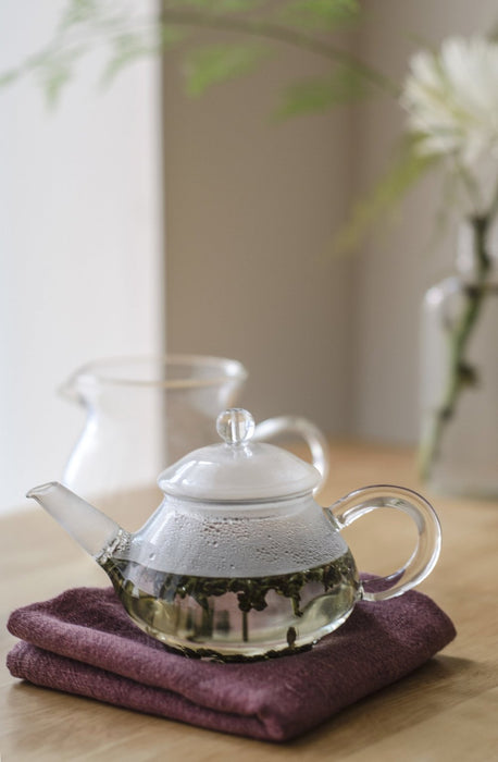 Small Glass Teapot (5 oz) brewing