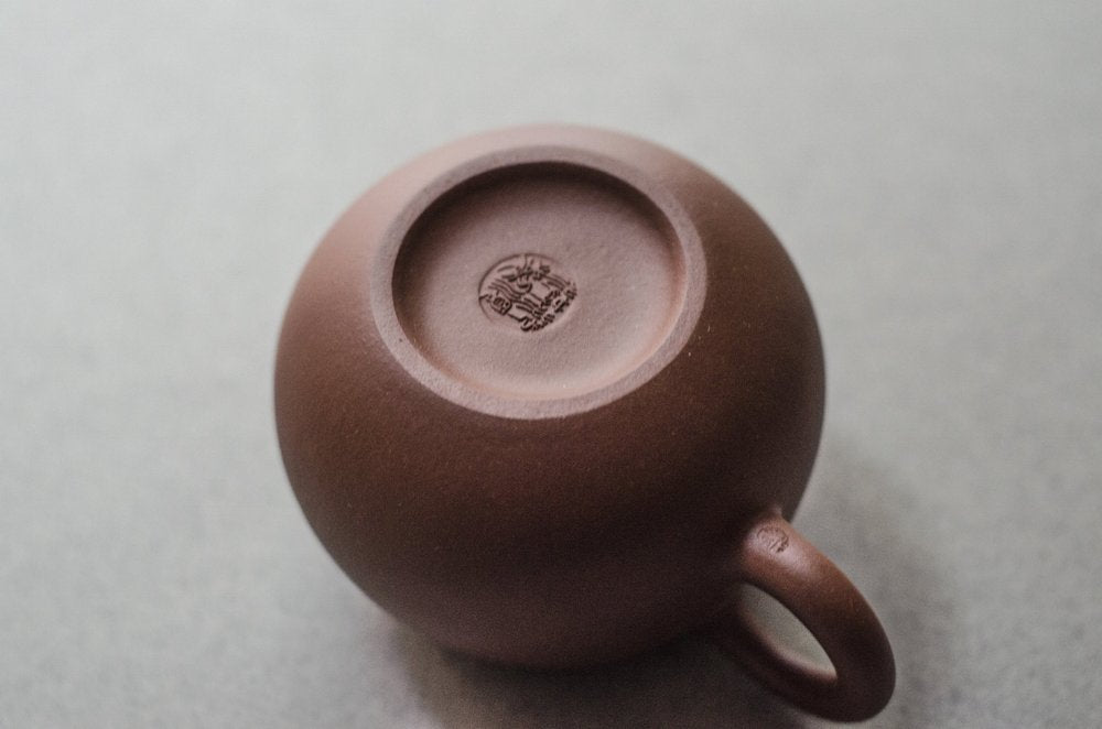 Yixing Teapot with Leaf Design (6.75 oz) - base