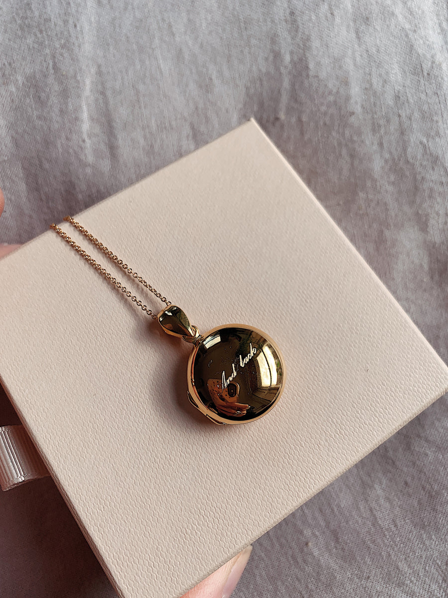 Locket ~ Love You To The Moon And Back / Round