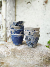 Charger l'image dans la galerie, blue spotted cups stacked Makiko Hicher-Nakamura