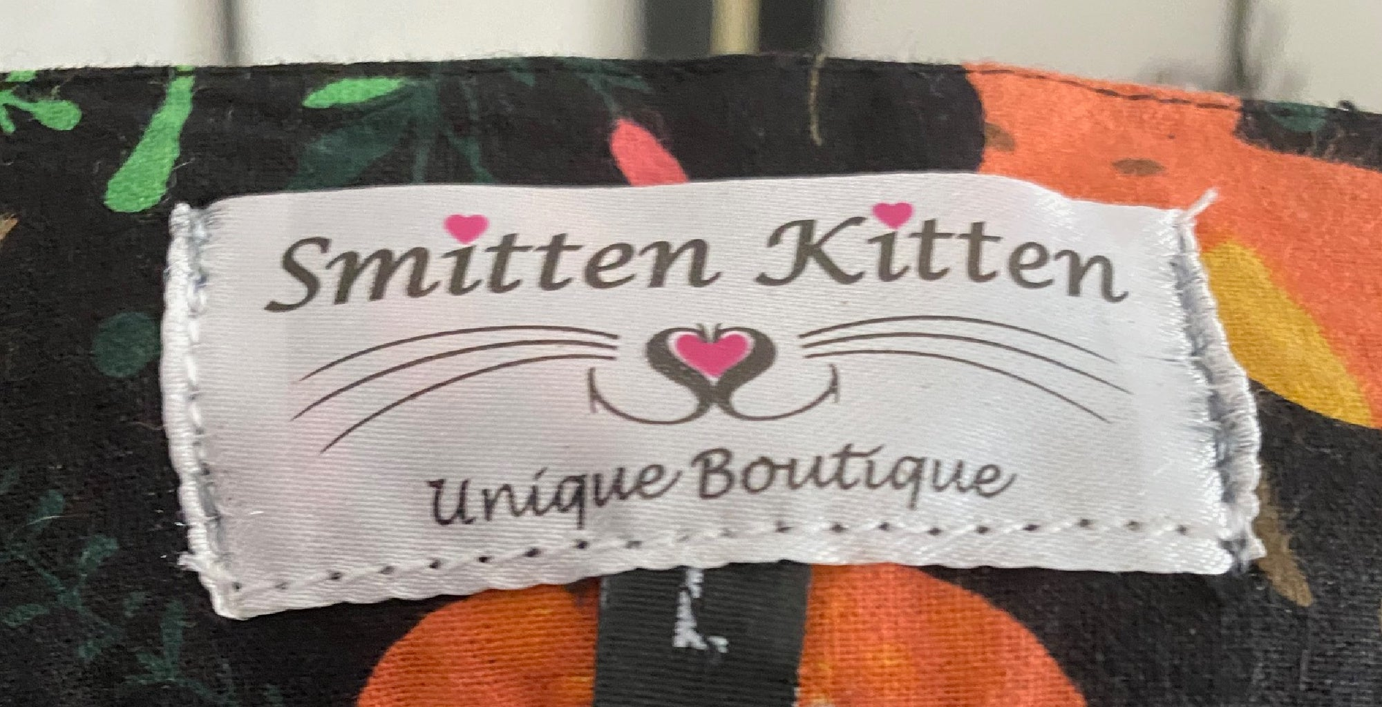 SMITTEN KITTEN OH SO FOXY TOP