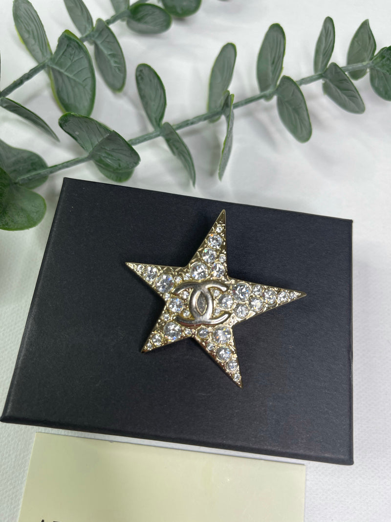 Chanel Star Brooch in Gold and Diamante (Large)
