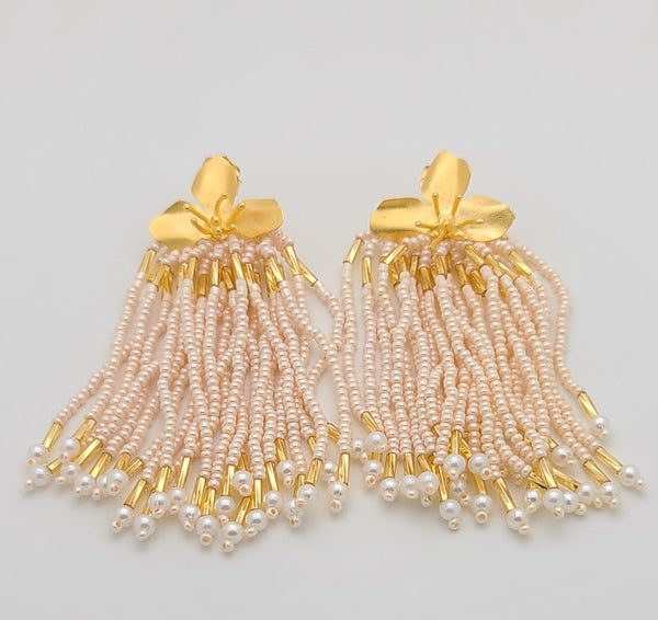 Three Petals Dangle Earrings (Pearl/gold)
