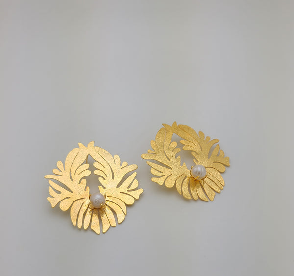 Acanthus Earrings (Pearl/Gold)
