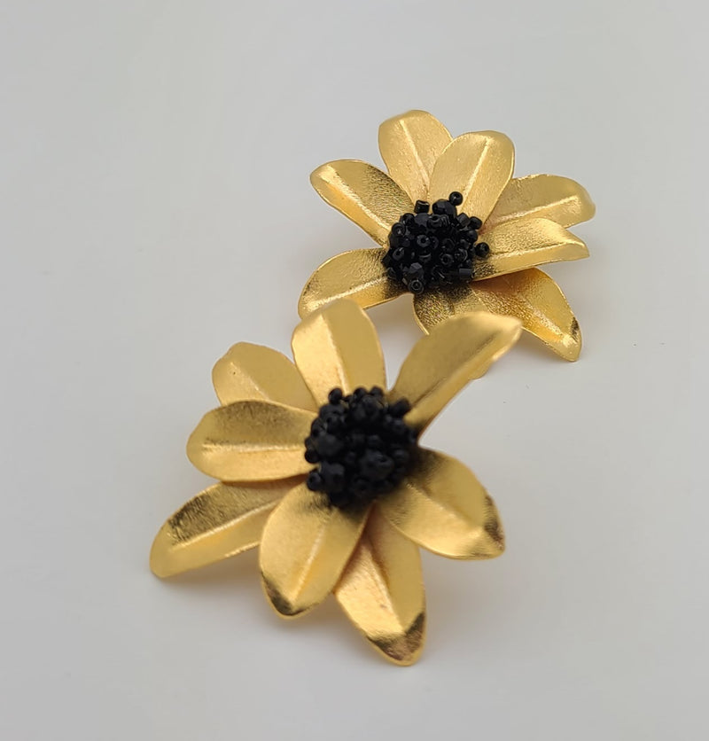Marybeth Flower Earrings (Large/Black)