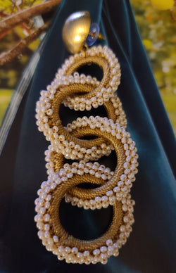 Amanda Interlocking Beaded Hoops(Pearl/Beige/Gold)