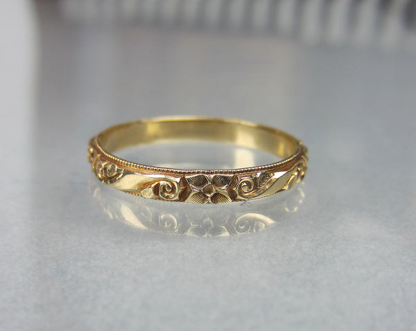 Art Deco Scroll and Flower Patterned Band 14k, Size 7, c. 1940