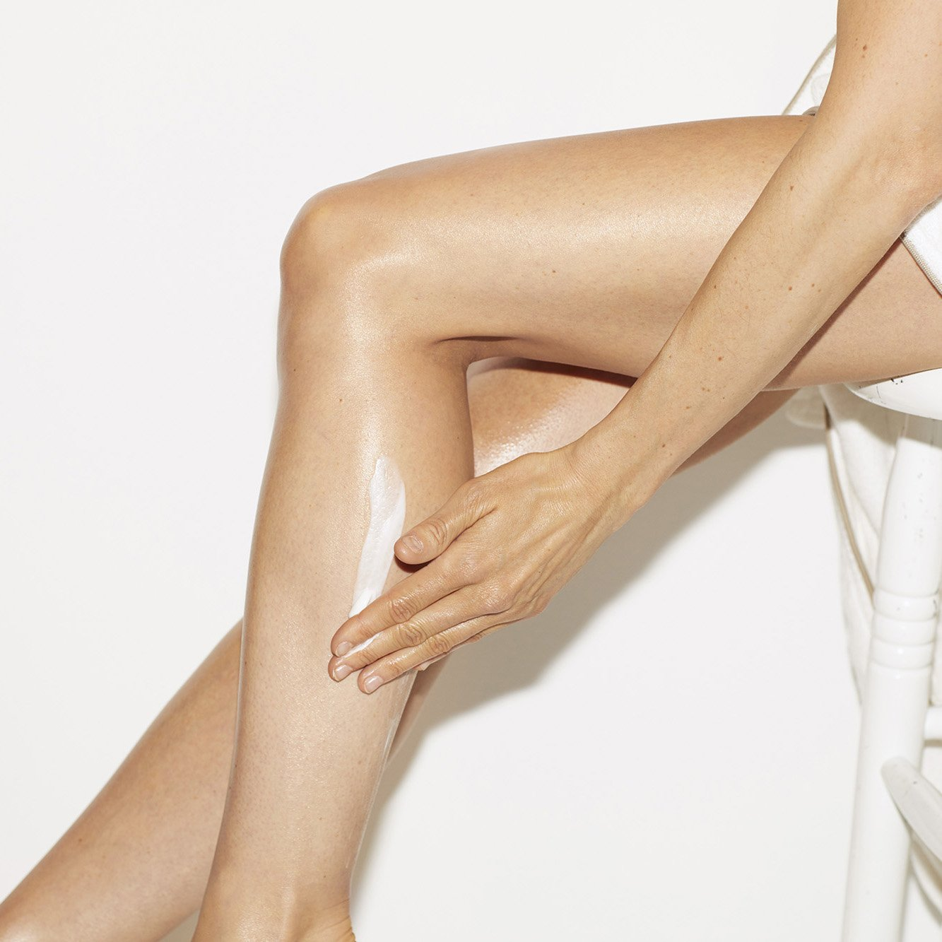 Hydrating, smoothing body scrub with rose.