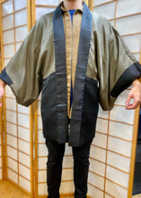 Load image into Gallery viewer, Vintage Men's Haori Jacket - Lucky lining