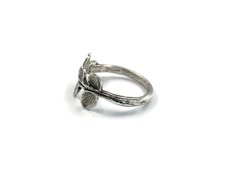 Snowberry Leaf Ring