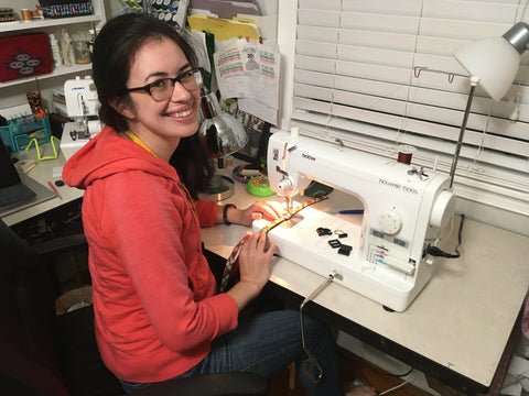 Persnickety Pets: Jen at the sewing machine!