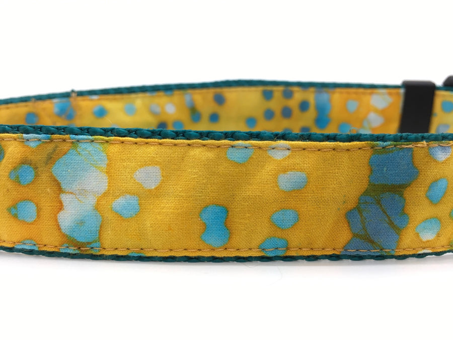 Persimmon Peak: Batik dots classic dog collar, detail