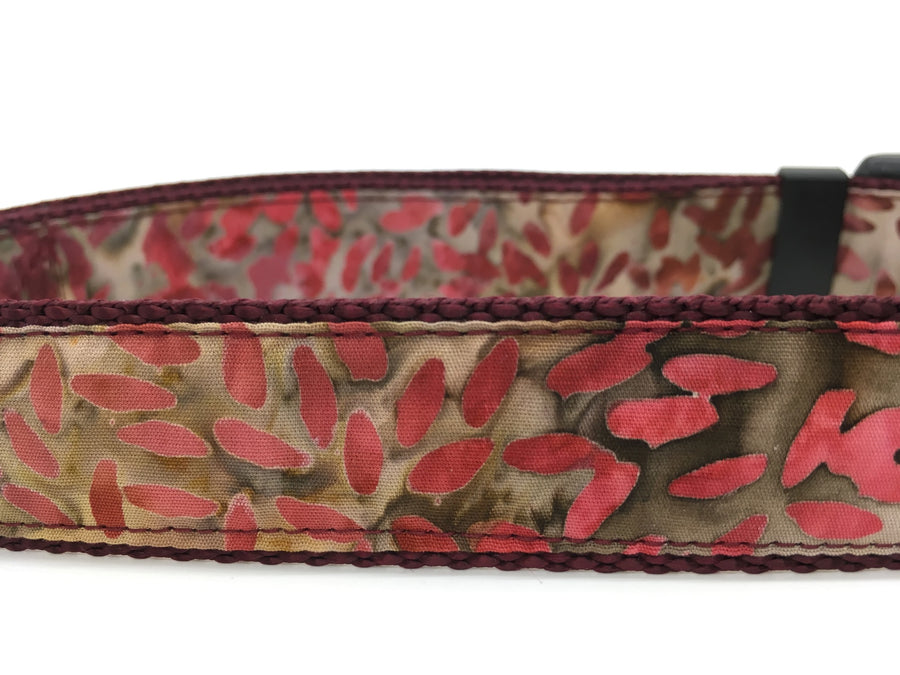 Persimmon Peak: batik leaves classic dog collar, detail