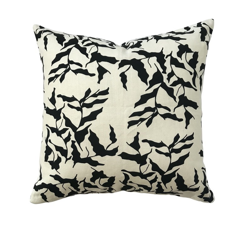 PILLOW IN MER - BLACK ON OYSTER