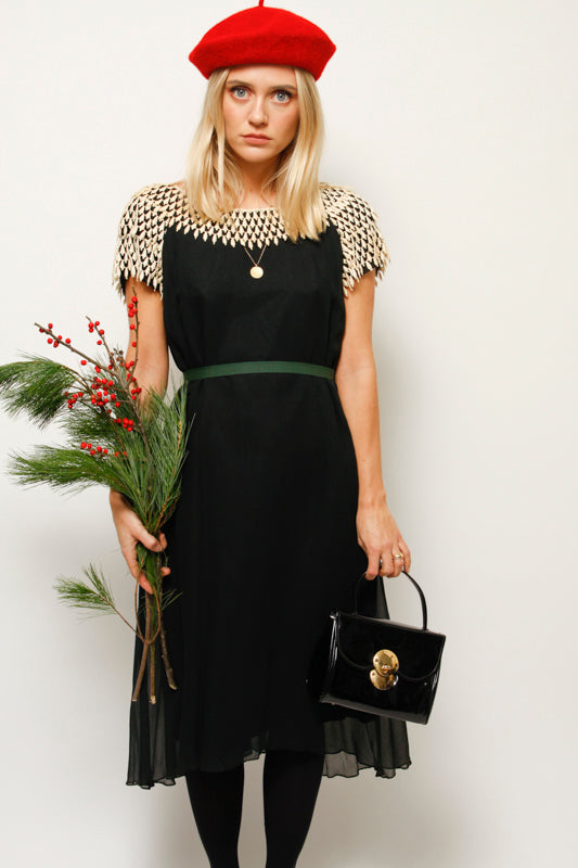 VINTAGE 60'S BLACK SHIFT DRESS WITH CROCHET COLLAR